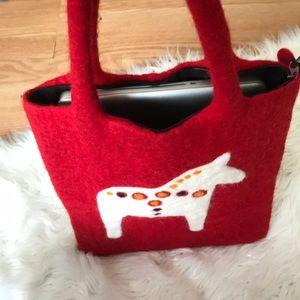 "77e95480f223 Klippan ""Dala Horse"", zippered, red, felt, tote"